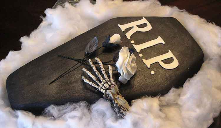 Risultati immagini per bara con morto