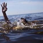 annegare-mare-mano-aiuto