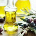olio-in-bottiglia-con-olive